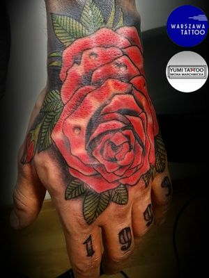 Clasic oldschool rose on hand #rose #rosetattoo #hand #handtattoo #redrose #colortattoo #color #oldschool #newschool #newtraditional