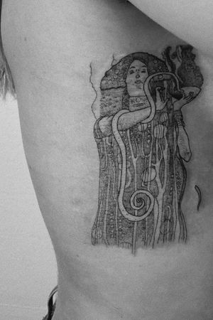 #tattoo #linetattoo #linework #dotwork #hygieia #klimt #gustavklimt #artnuveau #tattoolovers #tattooart #inked #inkedgirls