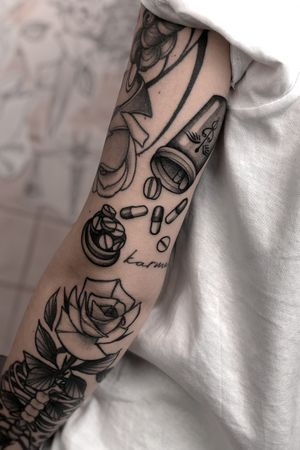 gapfiller black and grey neotraditional arm sleeve #neotraditional #gapfiller #erfurt #nurse #pills