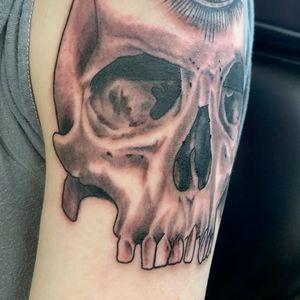 Fresh Third eye skull black and grey