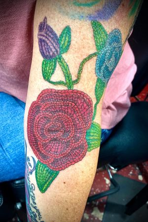 Crocheted Roses!! #crochettattoo #rosetattoo #crochetedrose #eternalinks #staugustingtattooartist #floridatattooartist