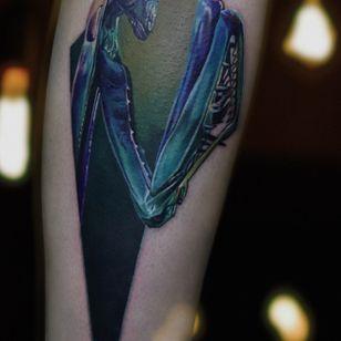 Praying Mantis tattoo by Roma Senko #RomaSenko #basalttattoo #mantis #MantisTattoo #color #colortattoo #colorrealism #realism #realistic #realistictattoo #kiev #ukraine #ukrainetattoo #ukrainianartist #insect #insecttattoo #prayingmantis