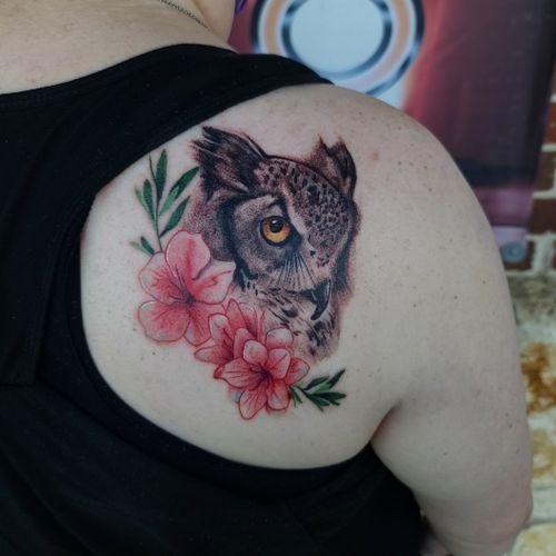 #owl #cooltattoos #fortworthartist #dallasartist #texastattoos #blackandgreytattoo #colortattoo #flower #watercolortattoo #floral