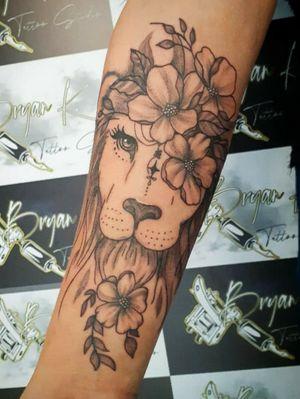 Tattoo leão floral rastelado