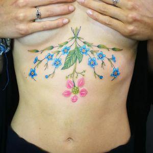 Cotizaciones a mi whats 2223605806 y DM 🤘🏻🤓 #underboob #forgetmenot #nomeolvides #ayahuasca #flower #tattoo #tatuaje #flor #colortattoo #ink #inked #tattooedgirls #inkedgirls #womenwithink #HybridoKymera #puebla #mexico #tatuadoresmexicanos #tatuadorespoblanos #pueblacity #hechoenmexico #madeinmexico #tatuadoresmx #mexicotattoo #mexicanpowertattoo #tattoodo #pueblatattoo #tattooinklatino #artinkstasmx @radiantcolorsink @fkirons @tattoodo #tatuadoreslatinos