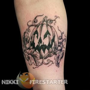 A lil pumpkin dude from the Before Times. nikkifirestarter.com . . . #tattoos #bodyart #bodymod #modification #ink #art #queerartist #queertattooist #mnartist #mntattoo #visualart #tattooart #tattoodesign #thetattooedlady #tattooedladymn #nikkifirestarter #firestartertattoos #firestarter #minnesotatattoo #pumpkin #jackolantern #halloween #tattooflash #flashspecial #blackandgray #grayscale #spooky #vines #plants #pumpkintattoo