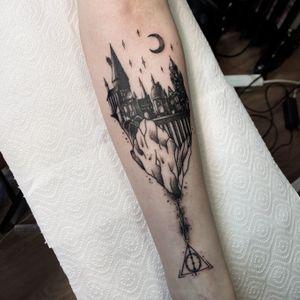 Hogwarts tattoo #hogwarts #harrypotter #dotworktattoo