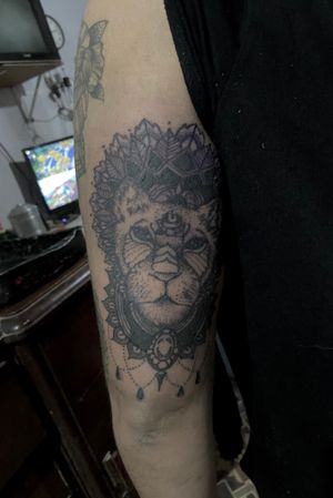 -🐯 #tattoo #tattooart #tattoodesing #black #tatuaje #diseñotatuaje #dotwork #blacktattoo #tattooartist #tattooart #blackwork #blackworktattoo #mandalatattoo #mandala