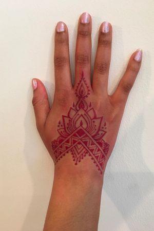 Henna #tattoo ❤️tatt with LoVe ❤️#finelinetattoo #design #hennatattoo #littattoo #fifthavenue #ornamental #tattooideas #tattoonewyork #tattoomodel #sketch #tattoos #besttattoos #tatt #nyc #lovetattoo #tattooingwithlove #modeltattoo #tattoomodel #artdsgtattoo #tattooing #tattooer #tattooduddha #patterntattoo #linetattoo #dotworktattoo #symboltattoo #mandalatattoo #flowertattoo #art