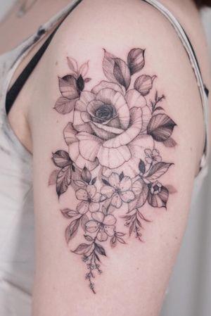 #flowertattoo #floraltattoo #blackwork #blackworktattoo #koreatattoo #koreantattoo #koreatattooartist #seoultattoo #linework #lineworktattoo #tattoo #tattooed