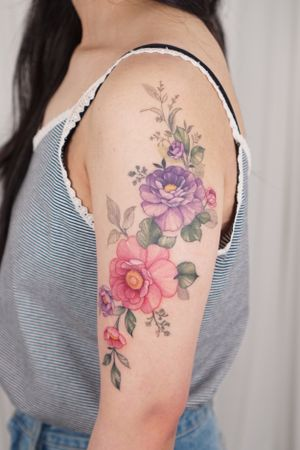 #floraltattoo #flowertattoo #armtattoo #koreantattoo #koreatattoo #seoultattoo #colortattoo #tattoowork #tattoo #inked
