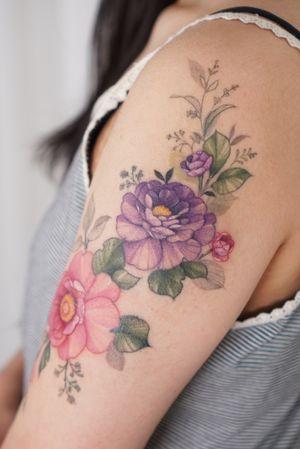 #flowertattoo #linework #colorfultattoo #colortattoo #peonytattoo #floraltattoo #armtattoo #tattooedgirl #shouldertattoo #koreatattoo #koreantattooartist #tattooartist