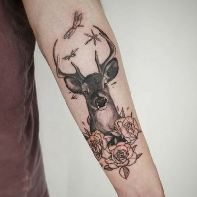 Deer with floral. Love mashing up different styles of tattooing in a piece! #deer #animaltattoo #portrait #realism #realistictattoo #linework #shading