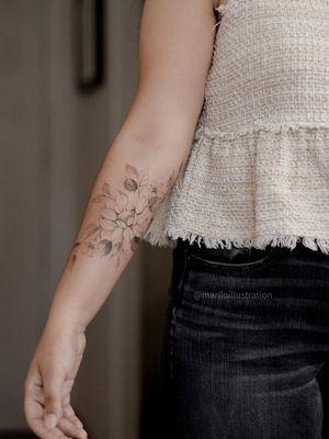 #floraltattoo #floral #tattoofloral #flowertattoodesigns #flowertattoo #flowers  #flowertattoos #tatuagem #spaintattoo #SpanishTattoos #SpanishArtists #floralsleeve #floralhip