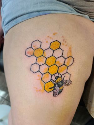 #tattoo #fortworthartist #cooltattoos #dallasartist #watercolortattoo #texasartist #inkedchick #beetattoo #bee #honeycomb
