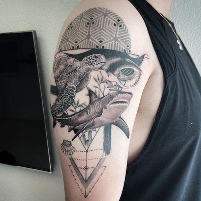 #Tattoo #tatouage #shark #requin #sharktattoo #requintattoo #tortue #turtle #turtletattoo #raie #ray #raietattoo #raytattoos #geometric #geometrictattoo #dotwork #dotworktattoo #dotworkers #lausanne #lausannetattoo #tattoolausanne #fann_ink
