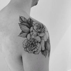 Fresh blackwork roses #shoulder #roses #blackwork #whipshading #floral