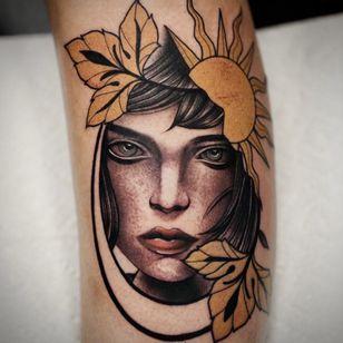 Tattoo by Danny Pando #DannyPando #portrait #lady #fall #leaves #sun #neotraditional