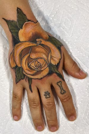 Hand yellow rose tattoo. #montrealtattoo #mtltattoo #plateaumontroyal #montreal #mtl #montrealtattooartist #mtltattooartist #tattoo#tattoos#tat#ink#inked #tattooed#greattattoos#tattoomontreal #tatouagemontreal #montrealtattooshops #quebectattooshops #montrealtattoostudio #montrealtattooartists #montrealtattooshops #neotrad #neotraditional #neotraditionaltattoo