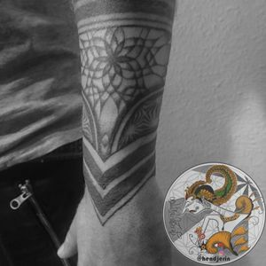 """Late post, Geometric Tattoo for old friend, Simon. (sorry for the unclear pictures, almost all the pictures from this one are a mess because I had problems with my cellphone's camera). Small details on Tattoo Design is always been a challenge for all Tattoo Artists, I am really did not like it. Turns out after a while doing Minimalistic Tattoos or Tattoos with a lot of small details, kind of challenging me a lot and I'm so much learning from it during the process. And now I love to do tattoos with small details and Minimalist. The message is """"DON'T GIVE UP DOING WHAT YOU LOVE BECAUSE SOMEDAY THOSE HARD TIMES WILL GIVE YOU EASY TIMES. KEEP LEARNING WITHOUT LIMITATION."""" . . . . #tattoo #geometrictattoo #abstractart #dotworktattoo #linetattoo #lineworktattoo #hendjerin #Berlin #freehandtattoo"""