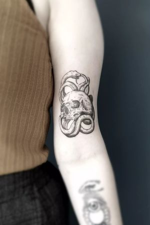 𝕿𝖍𝖊 𝕰𝖓𝖉 𝕴𝖘 𝕿𝖍𝖊 𝕭𝖊𝖌𝖎𝖓𝖓𝖎𝖓𝖌, 𝕬𝖓𝖉 𝕿𝖍𝖊 𝕭𝖊𝖌𝖎𝖓𝖓𝖎𝖓𝖌 𝕴𝖘 𝕿𝖍𝖊 𝕰𝖓𝖉 DM or tattoo@wronski-artwork.pl for tattoo appointments. #engravingtattoo #woodcuttattoo #engraving #woodcut #blackwork #blacktattooart #blacktattoo #occult #occulttattoo #skull #skullart #skulltattoo #polandtattoos #alchemy #thedarkestwork #polishtattoo
