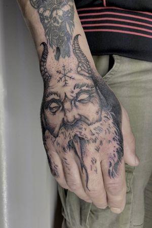 #tattoo #tattooart #tattoodesing #black #tatuaje #diseñotatuaje #dotwork #blacktattoo #tattooartist #tattooart #blackwork #blackworktattoo #handtattoo
