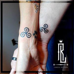 Trisquel tattoos 💉 #tinytattoos #coupletattoos #trisqueltattoos