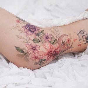 #flowertattoo #floraltattoo #thigntattoo #koreatattoo #koreatattooartist #colortattoo #tattoo #delicate