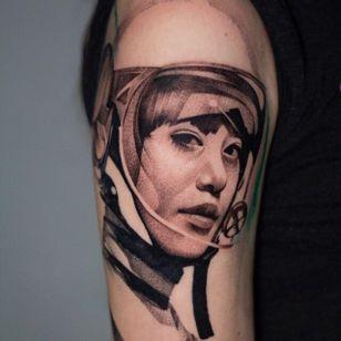 tattoo by Anna Chernova #AnnaChernova #portrait #ladyhead #astronaut #motorcyclehelmet #lady #blackandgrey