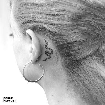 Mini Snake for @supaaahanz , thanks so much !!! For appointments write me a DM or an email to pabloferrukt@icloud.com #dotworktattoo . . . . #tattoo #tattoos #tat #ink #inked #tattooed #tattoist #art #snaketattoo #instaart #thinlinetattoo #smalltattoos #tatted #instatattoo #bodyart #tatts #tats #amazingink #tattedup #inkedup #berlin #berlintattoo #snakedotwork #snake #berlintattoos #dotwork #delicatedtattoo #tattooberlin #smalltattoo