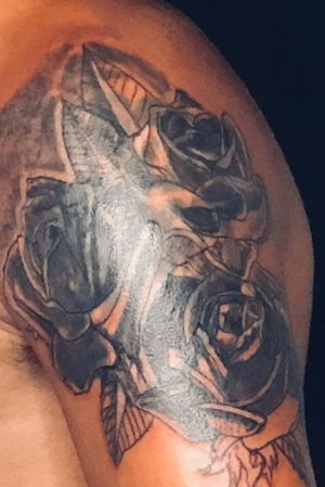 Upperarm fresh part of the project with black roses