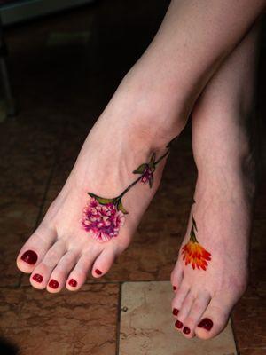 #illustrativetattoo #thyme #calendula #colortattoo #tattoomoscow #flower
