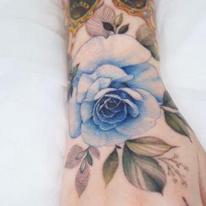 #handtattoo #rosetattoo #flowertattoo #floraltattoo #colortattoo #tattooing #tattoowork #seoultattoo #koreatattoo #tattooartist #tattoo #tattoodesign