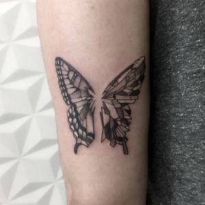 #Inspiringblacktattoo #tattoodo #tattoodobr  #tattoobarra #skinartmag #tattoorevuemag #supportgoodtattooing #tattoos_alday #zero21tattoo #bodyart #tattoocommunity #tattoosociety #inkaddict #besttattoos #skinart  #tattooculture  #butterfly  #geometric  #geometria  #arte #artgalery #galeriadearte  #barbaravictal