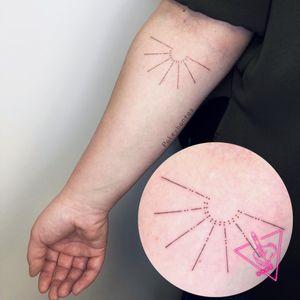 Handpoked Sun Tattoo by Pokeyhontas @ KTREW Tattoo - Birmingham, UK #handpoked #stickandpoke #snp #handpokedtattoo #suntattoo #sun