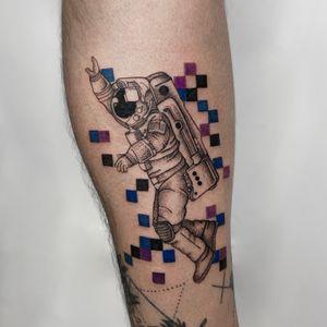 Astronaut 🧑🚀✨ Done by : @yleniaattard #astronaut #spacetattoo #linework #whipshading #pixels #stippling