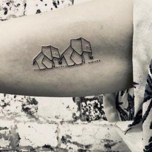 🐘 🐘 🐘  Gracias por la visita @elisabetperezpascual 💖  Para más información: ☎️ Teléfono 93 855 25 56 📨 infotattoo@nevericant.com 📍 Realizado en @nevericant_tattoo  🏢 C/Marià Aguiló 90 (Barcelona) 💉Materiales @bishoprotary @kwadron @dynamiccolor  #smalltattoos #smalltattoo #finelinetattoo #fineliner #minitattoo #minitattoos #tattoo #tattoos #minimalist #minimalisttattoo #tattoominimalista #tattoominimal #minimalism #minimalisttattoo #tatuaje #kwadron #singleneedle #singleneedletattoo #blackworkers_tattoo #minitatuajes #simpletattoo #barcelona #poblenou #blackwork #tattoostyle #lineafina #tattooline #geometrictattoo #geometricart #geometria @inkster @tattooproton @tattoodo