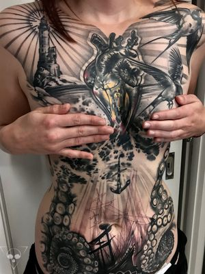 one of my all time favourite - we did another session to finish the stomach after we took this picture #frankfurt #germany #frontpiece #anatomicalheart #lighthouse #kraken #sunkenship #ocean #nautic #anchor #realism #chesttattoo #stomachtattoo #michaellitovkin