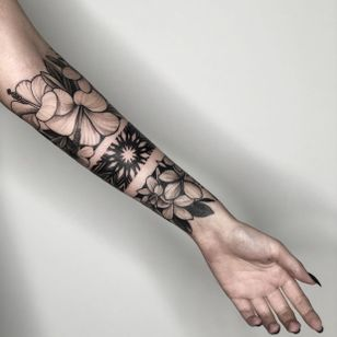 Forearm tattoo bracelet with flowers! 2 full day session! #flowers