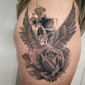 #healed #healedtattoo #cicatrisé #tattoo #rose #rosetattoo #wings #wingstattoo #skull #skulltattoo #realistictattoo #realism #realistic #realisticink #tattoolausanne #lausannetattoo #fann_ink