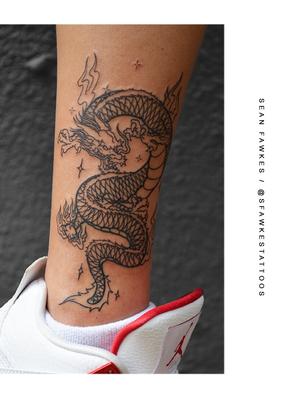 望子成龍 . . . #steezy #dragontattoo by @sfawkestattoos for Caryn - great choice for her first tattoo 🐉 . . . . FOR BOOKINGS: Call - 021/422/2963 Email - info@kakluckytattoos.com . . . @flashheal @creamtattoosupplyza @tattooinc.co.za @ecotatpro @electrumstencilproducts @dynamiccolor @blackclaw @south_african_tattoo_society . . . #tattoos #art #capetown #kakluckytattoos #tattoo #tattooartist #tattoosofig #tattooedlife #kloofstreet #southafrica #420 #tattoodo #skinartmag #inkedlife #tattoosofinstagram #ink #blxckink #capetowntattoo #kaapstad #blackandgrey #traditional #tattoophotography #picoftheday #fresh #firsttattoo #instagood #instadaily #weekendmood