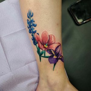 #stateflowers #magnolia #iris #bluebonnett #flower #floral #cooltattoos #colortattoo #ladieswithtattoos