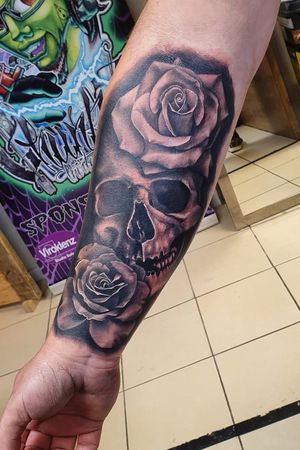 Skull and roses by me