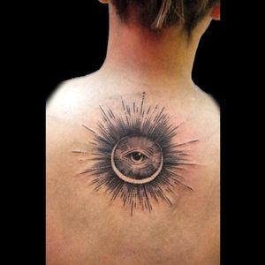 De hoy #tattoo #inked #ink #eye #eyetattoo #ojo #lines #linework #lineworktattoo #luchotattoo #luchotattooer #pergamino