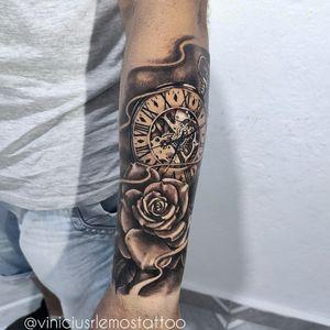 Rosa e Relógio tattoo