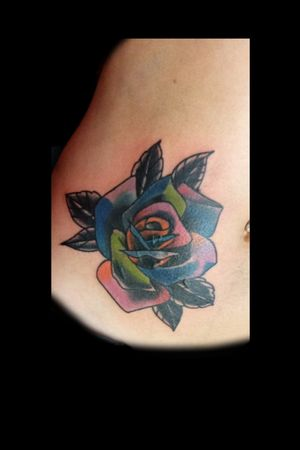 Covercito del sábado.. #tattoo #inked #ink #rose #rosetattoo #tatuajederosa #color #coverup #freehand #freehandtattoo #coveruptattoo #luchotattoo #luchotattooer #pergamino