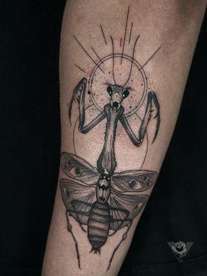 Geometry x praying mantis #geometry #geometric #fineline #insect #bug #prayingmantis #blackwork #dark #evil #blackandgrey