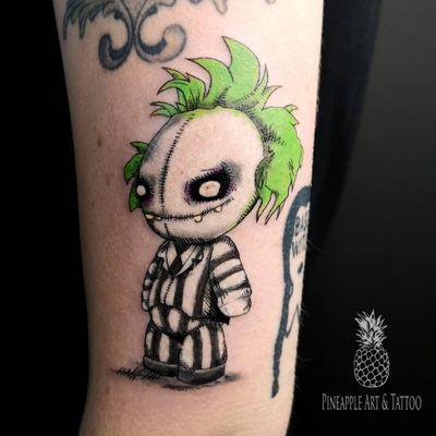It's showtime! 💥 #tattoo #tattoolife #tattoostyle #colortattoo #beetlejuice #beetlejuicetattoo #intenze #tattoos #tattooed