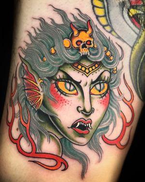 #witch #girlhead #sorceress #fantasy #oldschool #traditional #sevendoorstattoo #manusantana