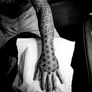 #geometry #geometric #geometrictattoo #sacredgeometry #sacredgeometrytattoo #dotworktattoo #dotwork #dottattoo #blackworktattoo #blackwork #psychedelic #patternwork #patterntattoo #3dtattoo #mandala #mandalatattoo #mandaladotwork #mandaladesign #geometricmandala  #arm #armtattoo #psychedelic #psychedelictattoo #opticalillusion #opticaltattoo #hand #handtattoo #asanoha #floweroflife
